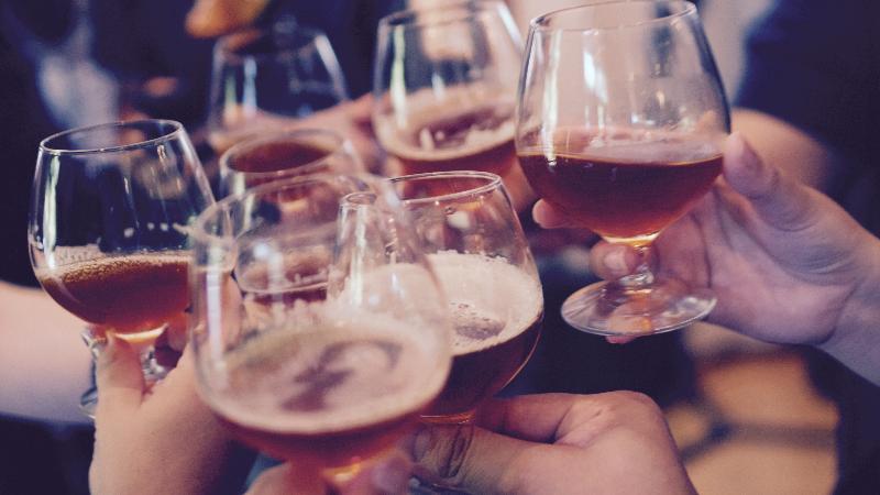 脂肪吸引後は飲酒できる?飲酒が与える影響や禁酒が必要な期間とは?