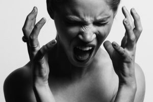 脂肪吸引後の激痛…異常を感じた時に確認すべき6つのこと
